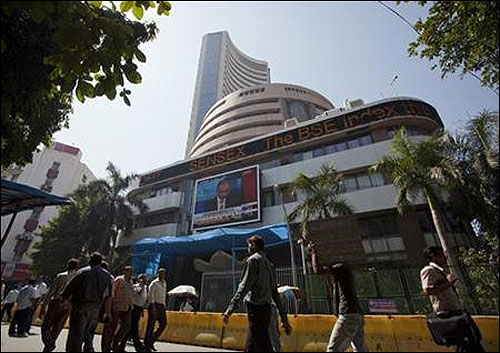 Markets off early highs; Infosys rises