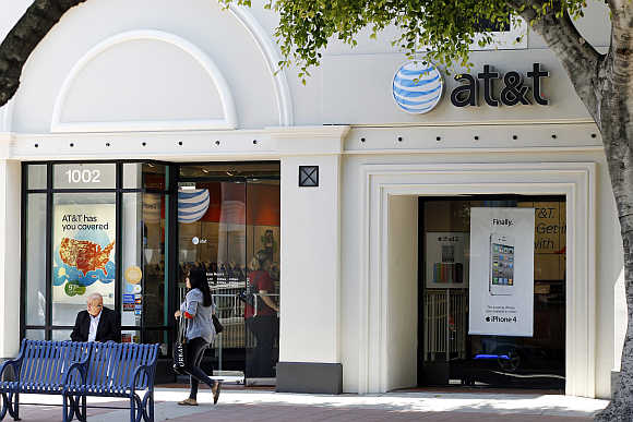 White Apple iPhone 4 and iPad 2 are advertised in the window of an AT&T cellular store in Los Angeles.