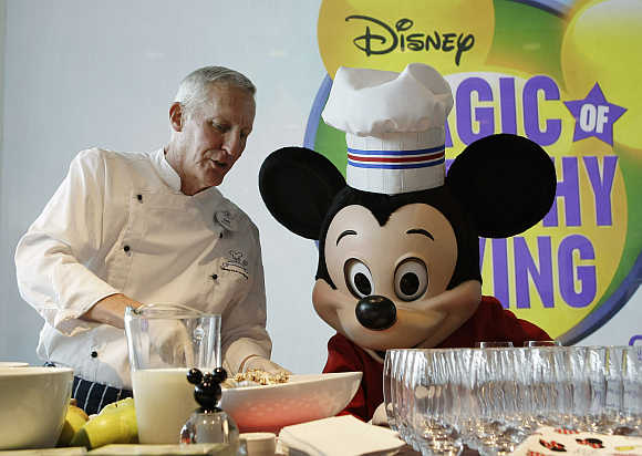 Disney Culinary Dietary Specialist Gary Jones prepares a smoothie with Mickey Mouse at the Newseum in Washington.
