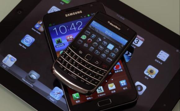 From top to bottom, Blackberry Bold smartphone, a Samsung Galaxy Note phablet, and an Apple iPad 2 tablet on display.