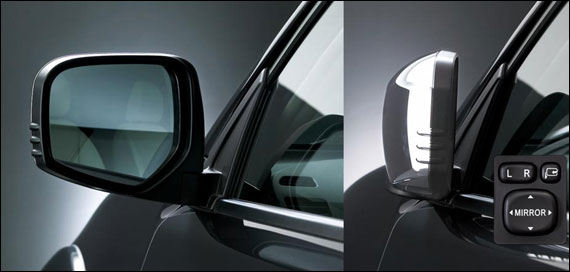 Chrome-plated power door mirrors with folding function.