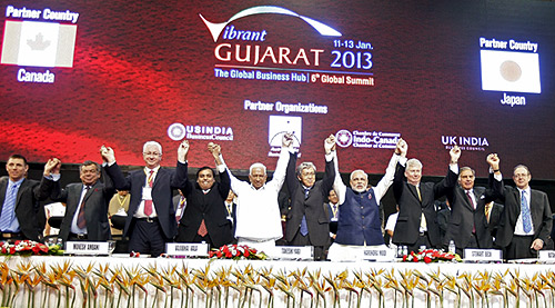 Gujarat CM Narendra Modi poses with diplomats and businessmen during the Vibrant Gujarat Summ