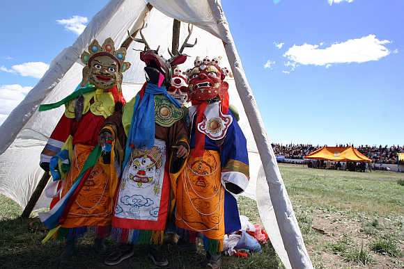 Mongolians perform a traditional ritual in Arvaikheer, 400km west of Ulan Bator.