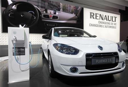 A Renault Fluence Z.E. electric car is displayed on media day at the Paris Mondial de l'Automobile September 30, 2010.