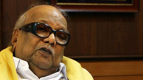 Is Karunanidhi getting cosy with Modi?