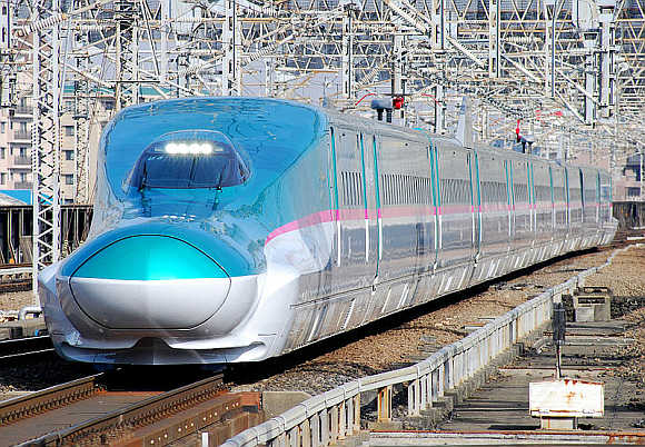 Shinkansen E5.