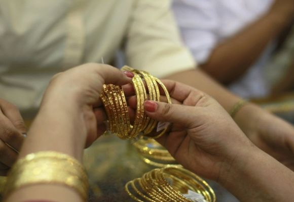 Booming business: How gold is smuggled into India