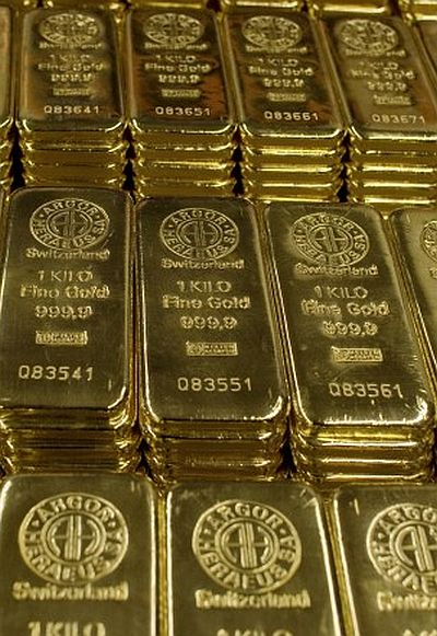 Gold bars of one kilogram are placed on a table.