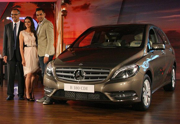 Mercedes Benz India CEO Eberhard Kern (l), Aditi Rao Hydari (centre) and Abhay Deol at the launch of Mercedes B Class diesel.