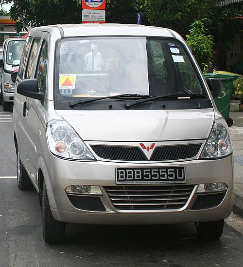 Wuling LZW6381-C3 'Sunshine' minivan.