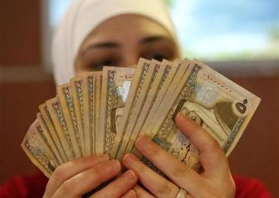 An employee counts Jordanian dinars at the Jordan Dubai Islamic Bank.