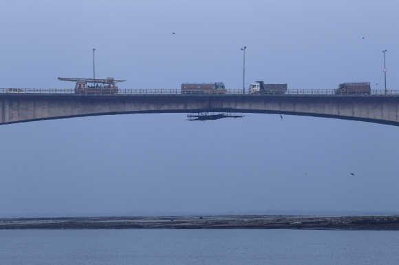 Vehicles drive across Mahatma Gandhi Setu bridge, built over river Ganges.