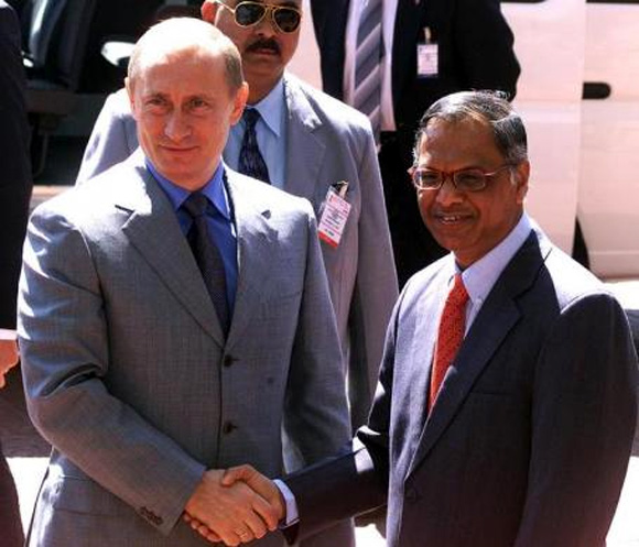 Russian President Vladimir Putin (L) shakes hands with N R Narayana Murthy (R) Chairman of Infosys Technologies, during his visit to the corporate headquarters of Infosys in Bangalore December 5, 2004.