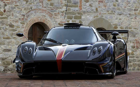 IMAGES: Pagani reveals a supercar with 800 horsepower