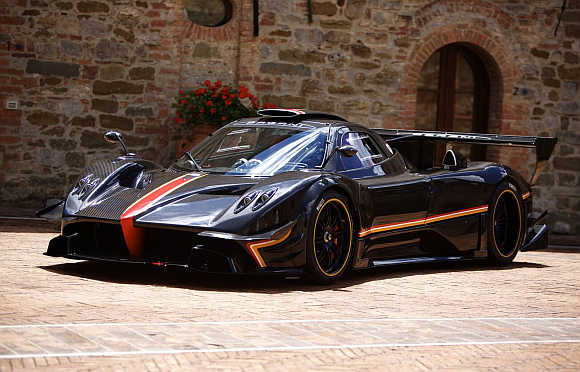 Pagani reveals a supercar with 800 horsepower