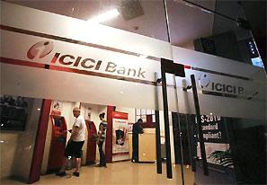 RBI fines 3 top banks. Photograph: Vivek Prakash/Reuters