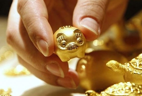 Gold extends gains as stocks, dollar tumble