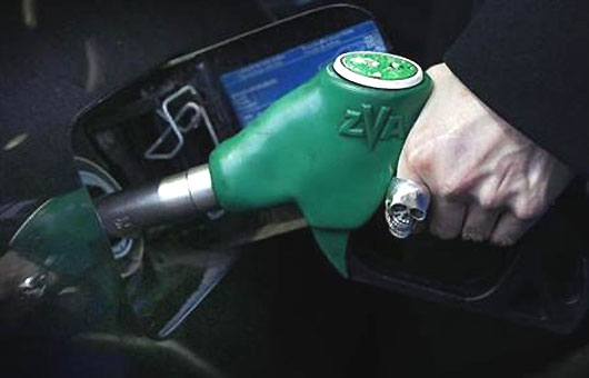 Govt eyes narrow political window for unpopular gas price hike