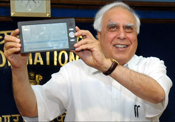 Union Minister of Communications & IT, Kapil Sibal with Aakash tablet.