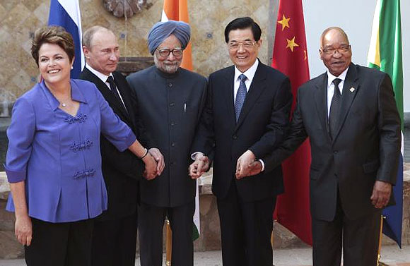 Brazilian president Dilma Rousseff, Russian president Vladimir Putin, Indian Prime Minister Manmohan Singh, then-Chinese president Hu Jintao, and South African president Jacob Zuma meet at a G20 summit in Los Cab