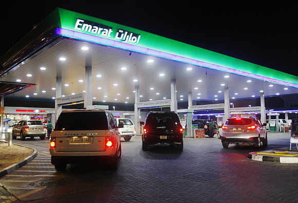 Vehicles queue for petrol in Dubai.