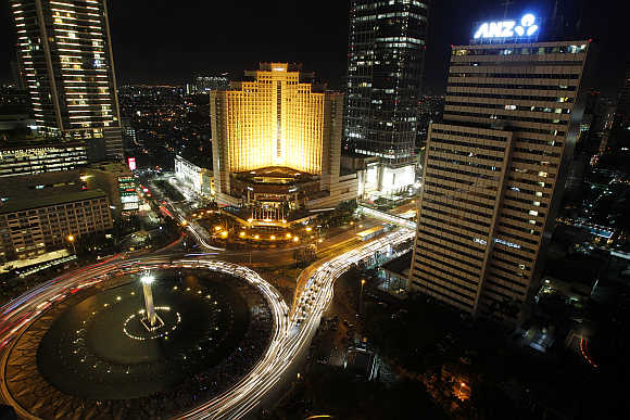 A view of the Welcome Statue fountain in Jakarta.
