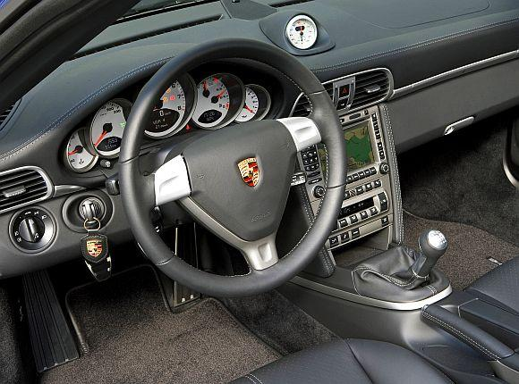 Interior of 911 Carrera 4.