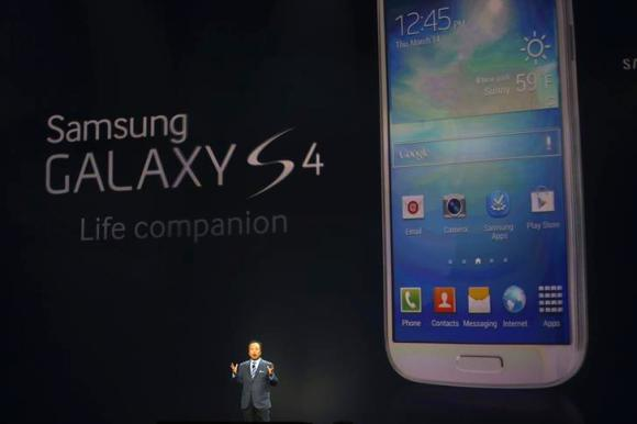 JK Shin, President and head of IT and Mobile Communication Division, introduces Galaxy S4 phone.