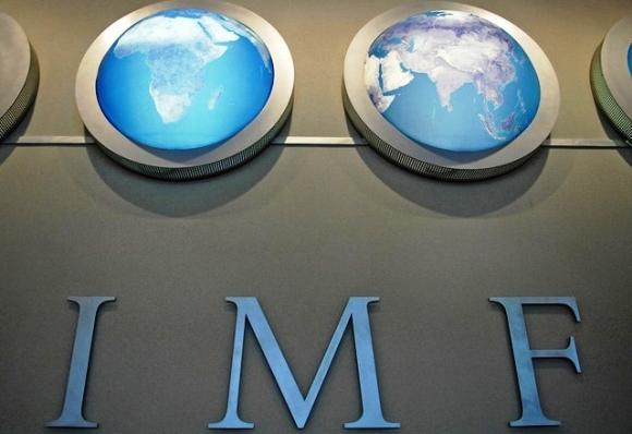 IMF predicts that India's foreign exchange reserves will see a decline against balance-of-payments.