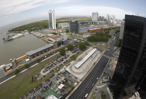 Overview of the Buenos Aires' docks.