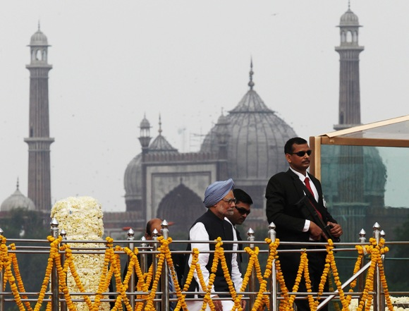 Prime Minister Manmohan Singh (L) arrives to address the nation at the Red Fort during Independence Day celebrations in Delhi.