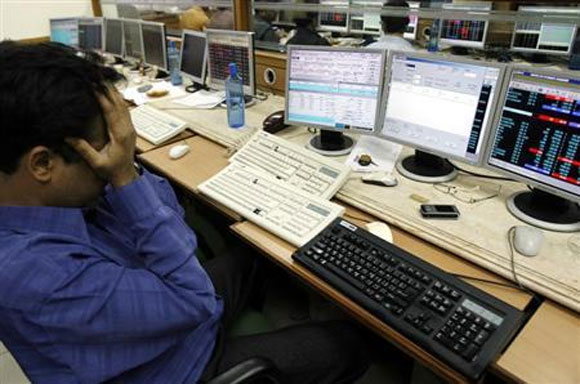 Balooning trade deficit, gold import batter Nifty