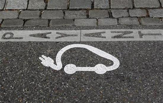 The pictogram of an electric car is painted on a parking space.