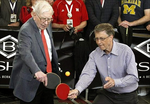 Berkshire Hathaway CEO Warren Buffett (L) plays table tennis with Microsoft Chairman Bill Gates in Omaha.