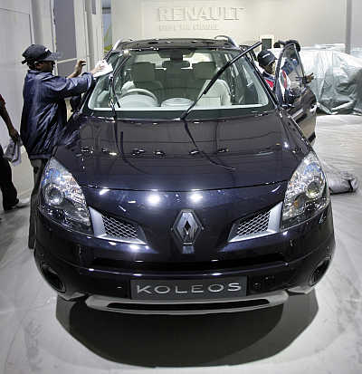 A worker cleans a Renault Koleos in New Delhi.