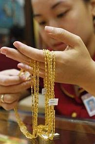 Gold jewellers face shortage of stocks