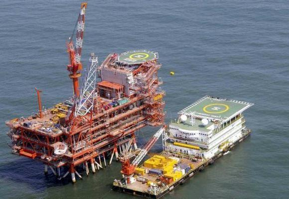 Reliance Industries KG-D6's control and raiser platform.