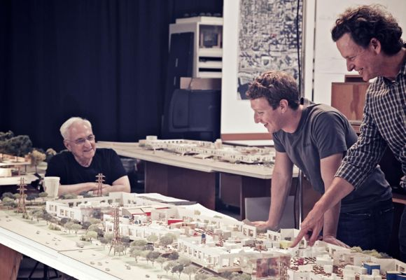 Frank Gehry (l) and Mark Mark Zuckerberg (c).