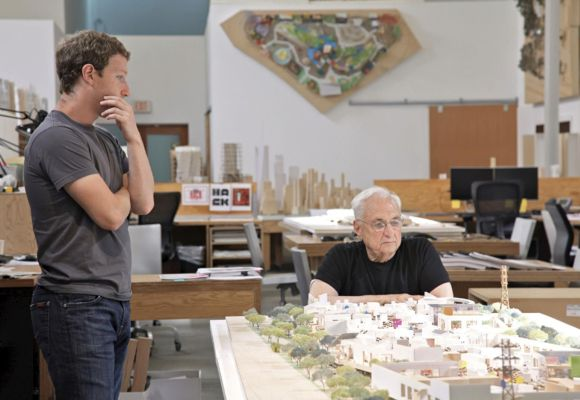 Mark Zuckerberg (L) and Frank Gehry.