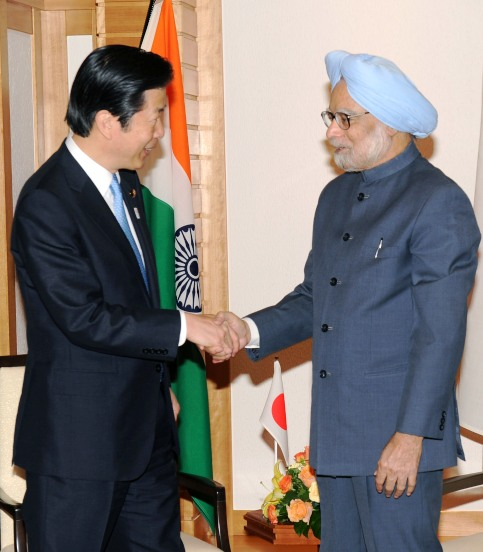 Prime Minister Manmohan Singh meets the Leader of New Komeito Party, Natsuo Yamaguchi.