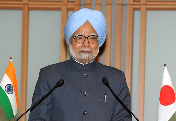 Jobless growth turning into job-loss growth: Manmohan