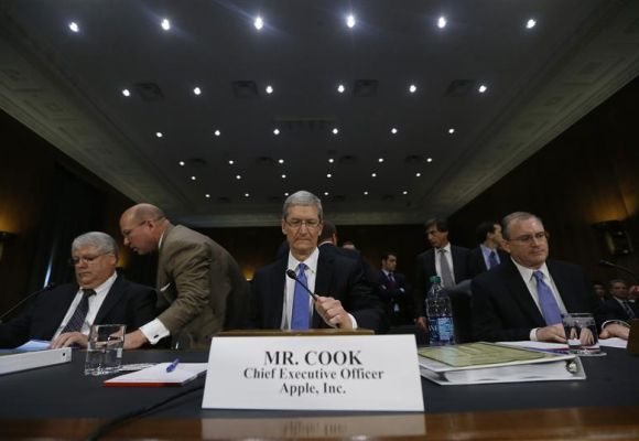 Apple CEO Tim Cook (C), CFO Peter Oppenheimer (L) and Apple Head of tax operations Philip Bullock appear before a Senate homeland security and governmental affairs investigations subcommittee hearing on offshore profit shifting and the U.S. tax code, on Capitol Hill in Washington.