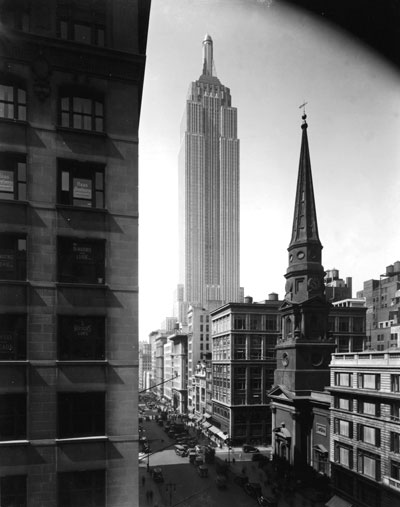 View of the Empire State Building seen from Fifth Avenue and 39th Street, Manhattan, New York City.