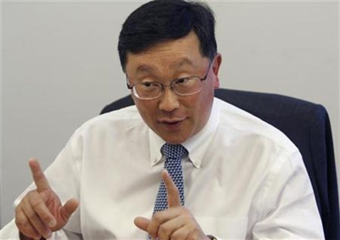 BlackBerry offers bumper package to new CEO John Chen