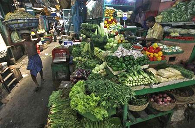 Costlier vegetables push retail inflation to 10.09%