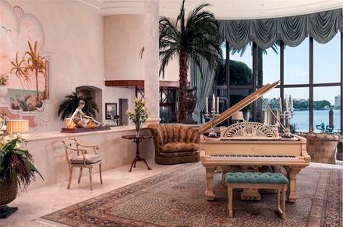 Buy this mansion, get a Rolls Royce for free!
