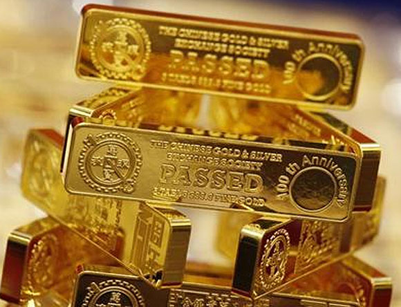 Gold pours into China to meet record demand