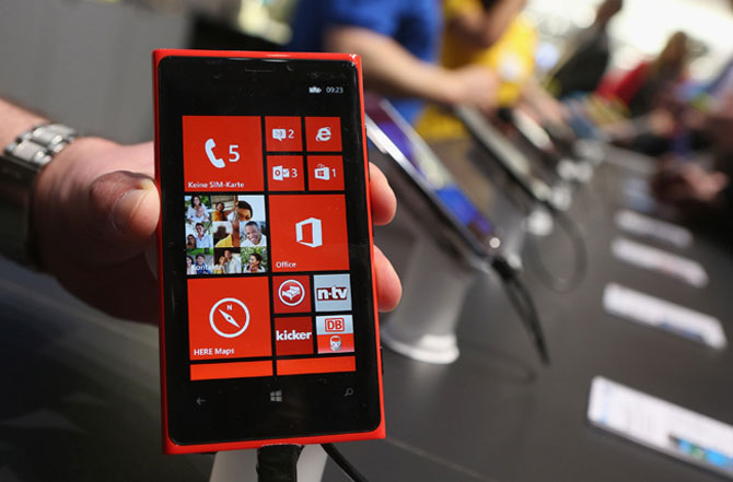 Nokia shareholders approve sale of mobile business to Microsoft
