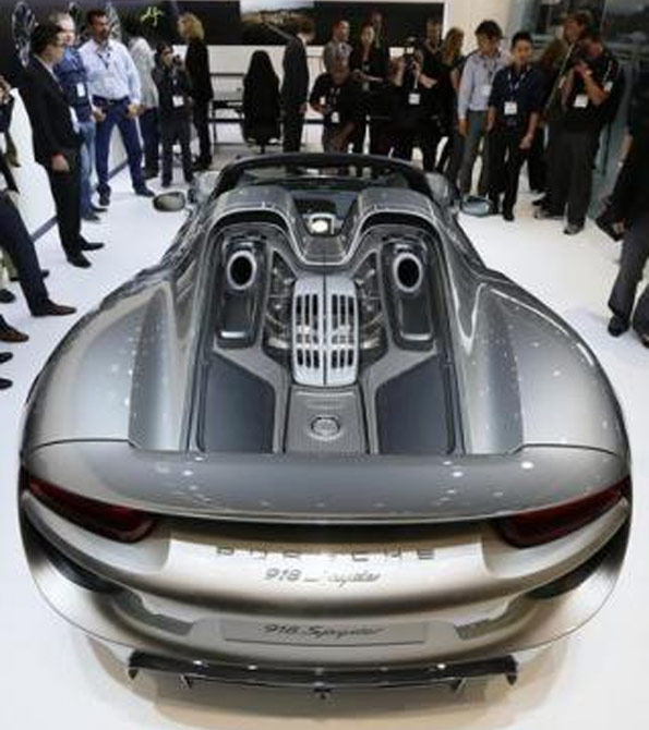 A Porsche 918 Spider is presented during the 2013 Los Angeles Auto Show in Los Angeles, California.