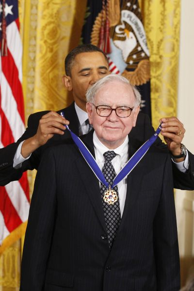 US President Barack Obama awards the Medal of Freedom to recipient Warren B